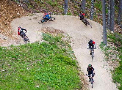 צוות מגזין We:Ride על ה-Flow Trail